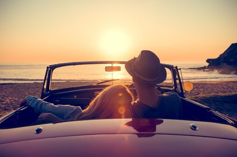 Couplewatchingsunset-GettyImages-514059558-5a2a0617f1300a0019c1ba18